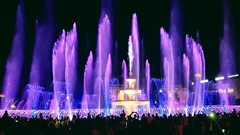 bucharest fountain show